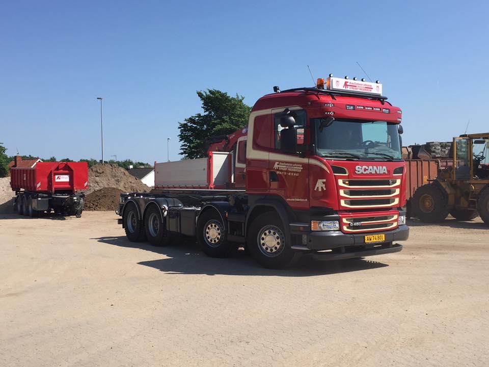 Lastbil til kørsel med grus