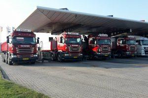 lastbilerne til tankning
